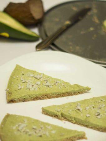 Tort raw cu avocado si cocos