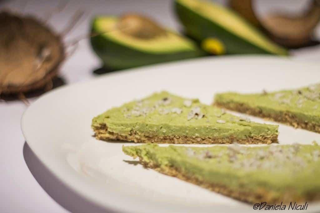 Tort raw cu avocado