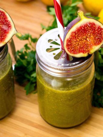 Smoothie cu patrunjel si smochine