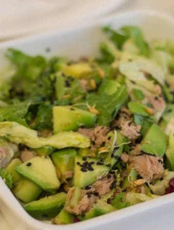 Frunze cu ton, avocado, seminte si germeni