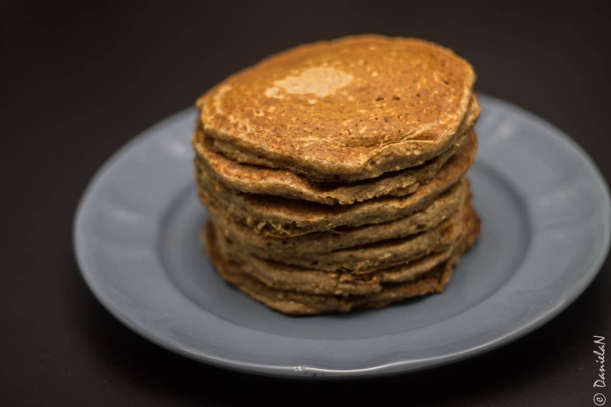 pancakes vegane cu banana si ovaz