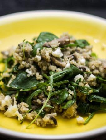 salata de quinoa cu ciuperci si spanac