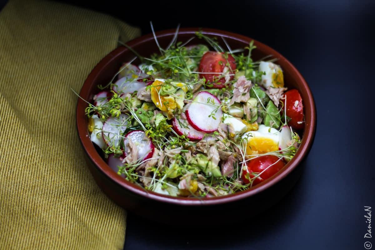salata de oua cu ton si avocado